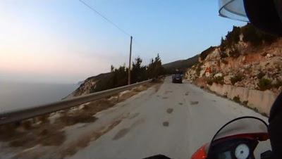 Μια Ducati στην Πλατιά Άμμο (video)