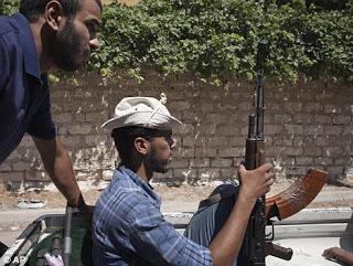 Οι αντικαθεστωτικοί πλησιάζουν στην Τρίπολη