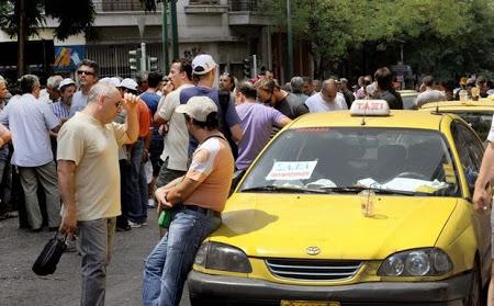 Συνάντηση με τους περιφερειάρχες για τους ιδιοκτήτες ταξί