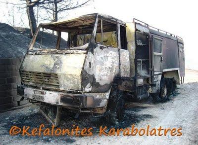 Υπό έλεγχο η φωτιά στην Αγία Ειρήνη – Κάηκε αυτοκίνητο – Τραυματίστηκαν πυροσβέστες